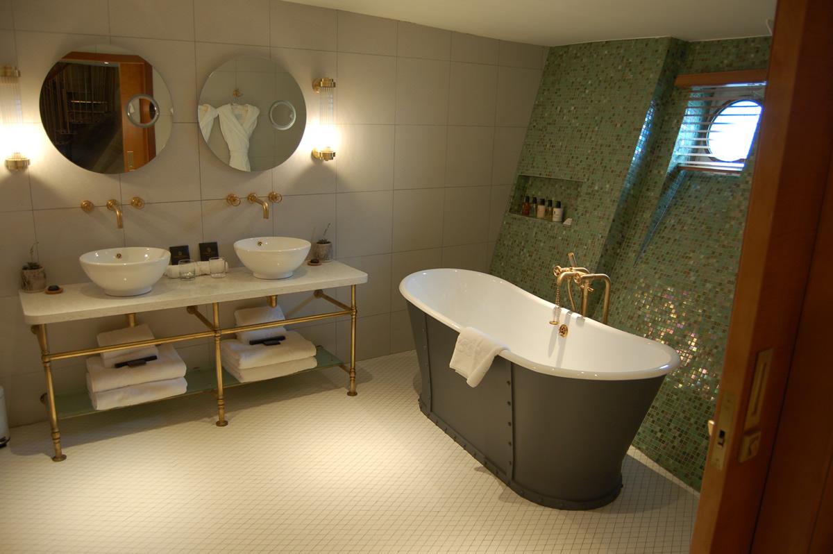 Bathroom, Fingal